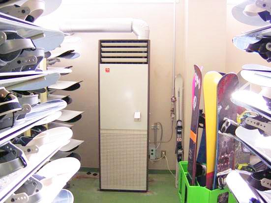 FF式暖房機 某スキー場乾燥室